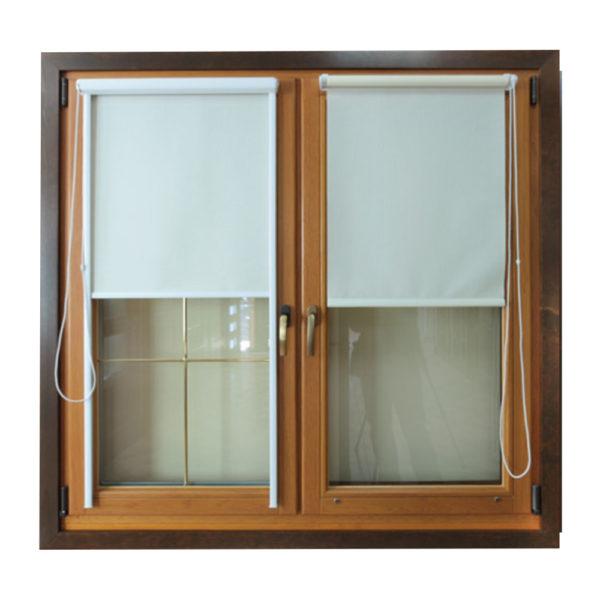 Okno drewniane z roletami